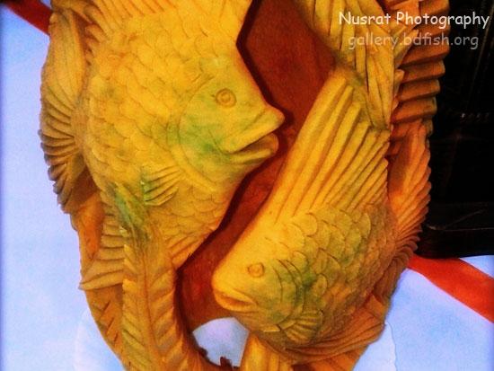 মিষ্টি কুমড়ার উপর কার্ভিং করা মাছ