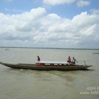 সেচযন্ত্রচালিত নৌকাই চলনবিলের প্রধান যোগাযোগ বাহন