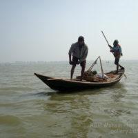 বিল কুমারী: মাছ ধরতে যাচ্ছে দুজন মৎস্য শিকারী